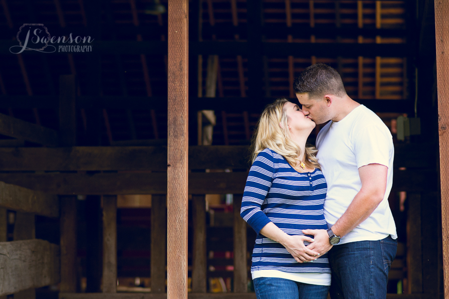 Maternity Photographer Pleasanton CA Barn